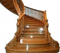 Фантазийные поручни из дерева: роскошь вашей лестницы