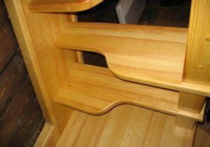 Оригинальная лестничная конструкция «утиные лапки»