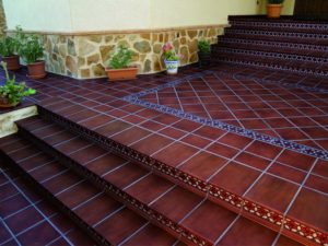 Преобразить пространство поможет плитка для облицовки ступеней