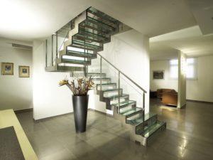 Легкий путь наверх: лестница на мансарду
