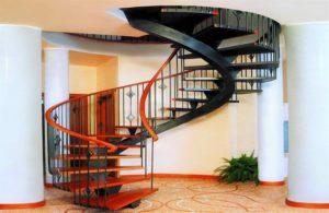 Тонкости покраски лестницы из дерева