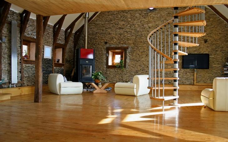 Лестничная спираль создает динамику в помещении