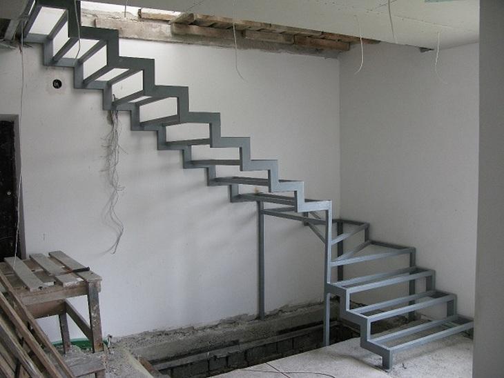 Металлическая забежная лестница своими руками
