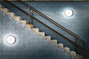 Безопасная и эффективная подсветка лестничного пролета