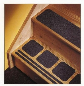Антискользящие накладки – безопасная лестница