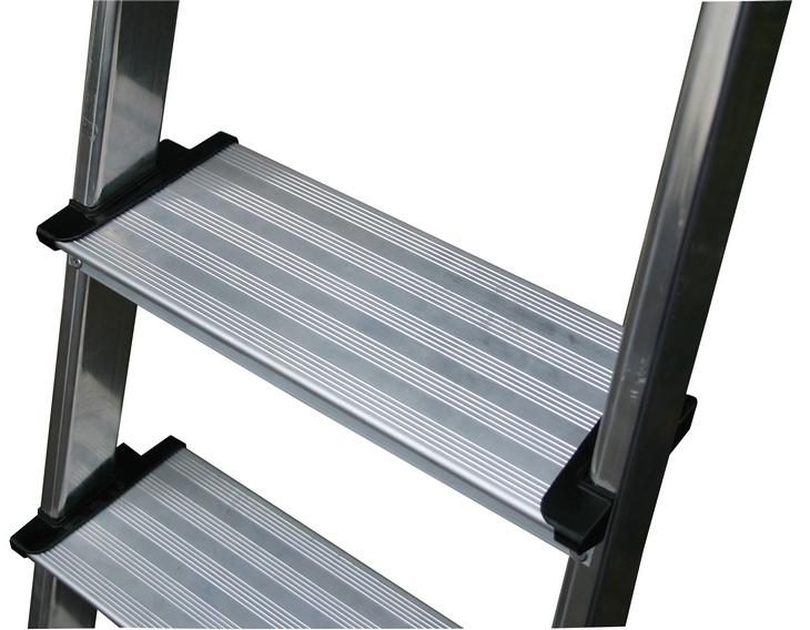 Алюминиевая стремянка с рифлеными ступеньками