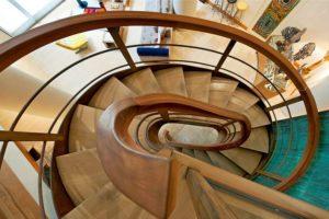 Монтаж винтовой лестницы: особенности сборки