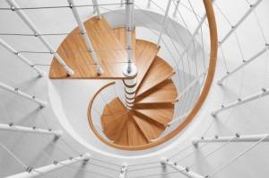 Прелесть изысканных витков: винтовая лестница