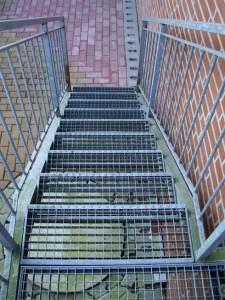 Металлические проступи для лестничных конструкций