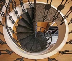 Изысканная спираль винтовой лестницы