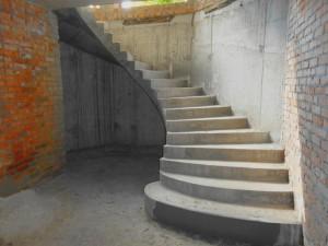 Плюсы бетонных лестницы: недорого и надежно