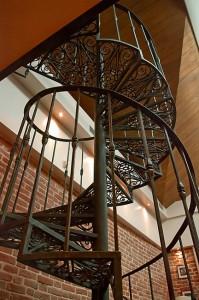 Кованая лестница: благородный завиток