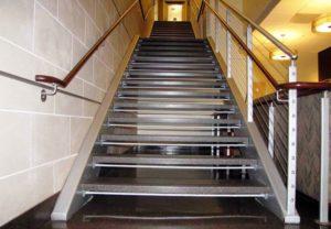 Лестница из металла: легкая и прочная
