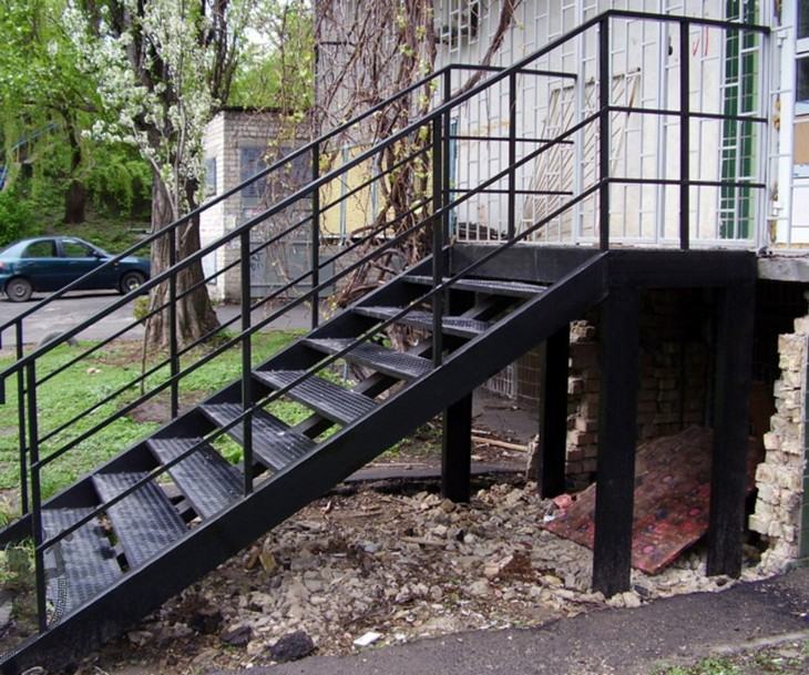 Металлическая лестница своими руками на крыльцо