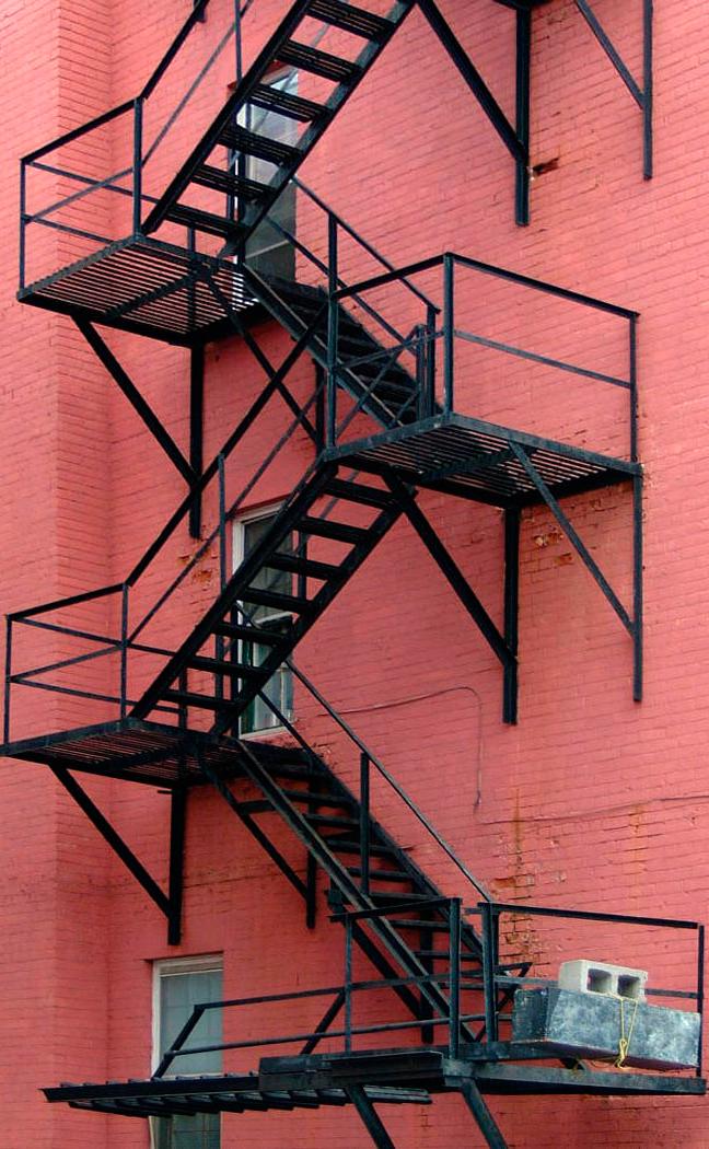 Пожарные лестницы должны создаваться с особым вниманием к безопасности пути