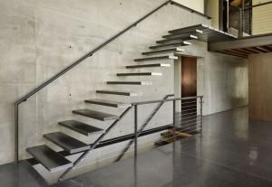 Железные лестницы: конструктивные особенности изделий