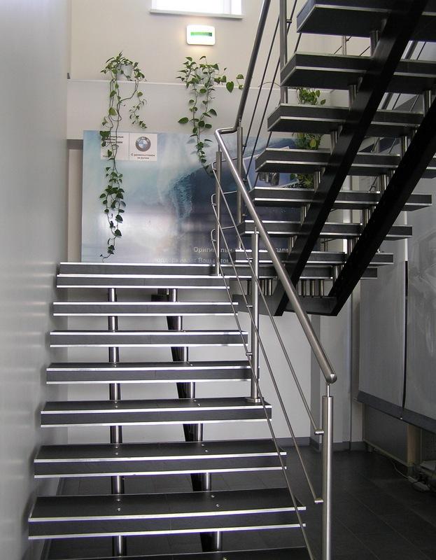 Лестницы на второй этаж железные 173