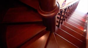 Компактная поворотная лестница: экономия пространства
