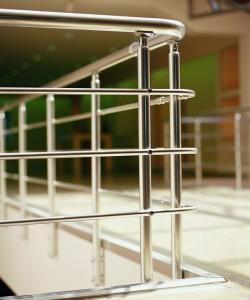 Ограждение лестницы из алюминия – надежность и комфорт