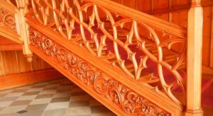 Деревянные ограждения для лестниц – красота и уют