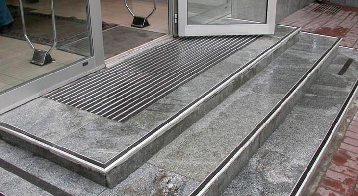 Защитное покрытие ступенек повышает безопасность