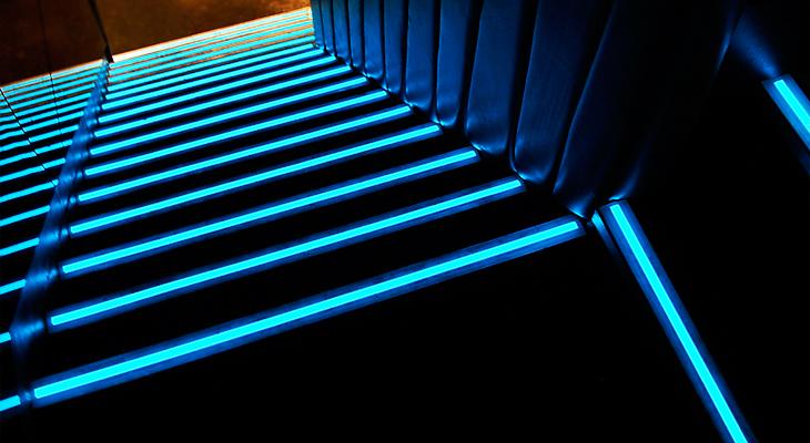 Интересно сделанная подсветка ступеней лестницы