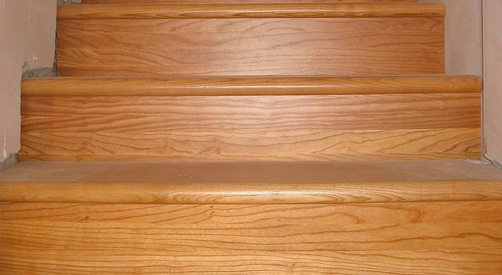 Ограждение лестниц  металлические и деревянные лестничные