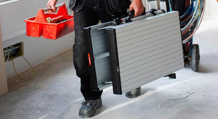 Сложенная лестница в кейсе