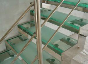 Фурнитура для стеклянных лестниц
