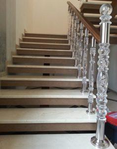 Балясины из стекла для лестниц