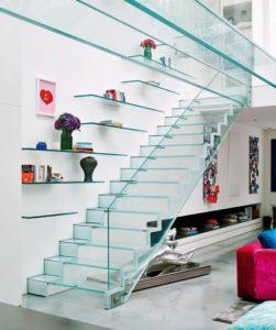 Виды стеклянных лестниц на второй этаж
