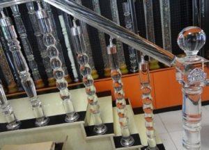 Как проводится монтаж балясин для лестниц из стекла?
