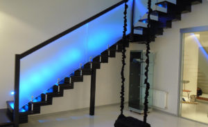 Варианты оформления стеклянных ограждений для лестницы