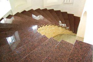 Облицовка лестницы гранитом