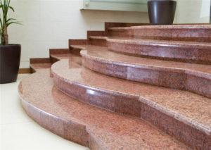 Как выполнить облицовку лестницы гранитом?