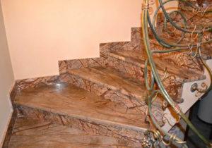 Отделка лестниц камнем