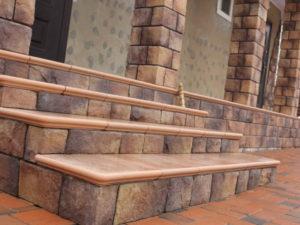 Отделка лестницы искусственным камнем