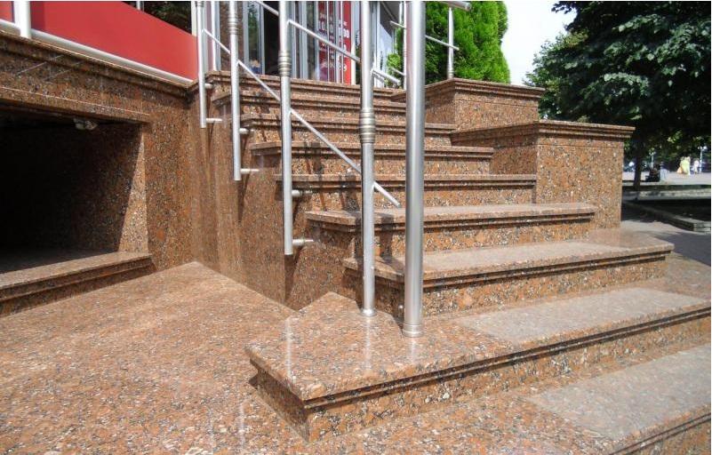 Ступени для лестниц из гранита: разнвидности и отличия