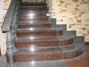 Лестница из гранита борделюкс