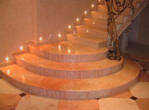 Плюсы лестницы на второй этаж из камня