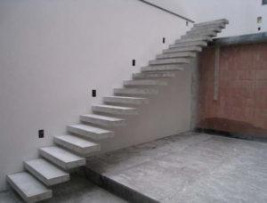 Достоинства и недостатки бетонной консольной лестницы