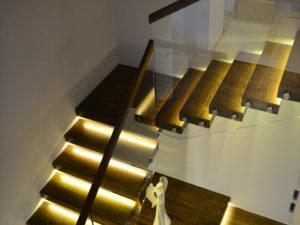 Консольная лестница с поворотом на 90 градусов