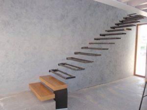 Консольная лестница на металлическом каркасе