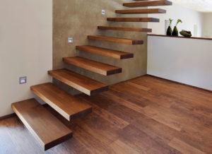 Консольная деревянная лестница