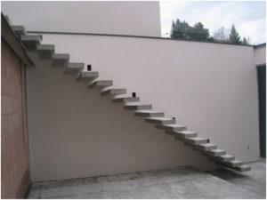 Бетонная консольная лестница