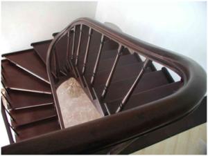 Забежная лестница на тетивах
