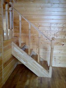 Крепление балясин к тетиве лестницы