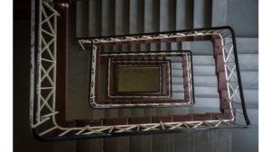 Виды оформлений лестничных пролётов – какую конструкцию выбрать