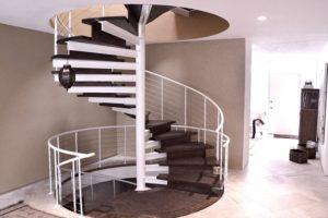 Преимущества винтовых лестниц для дома